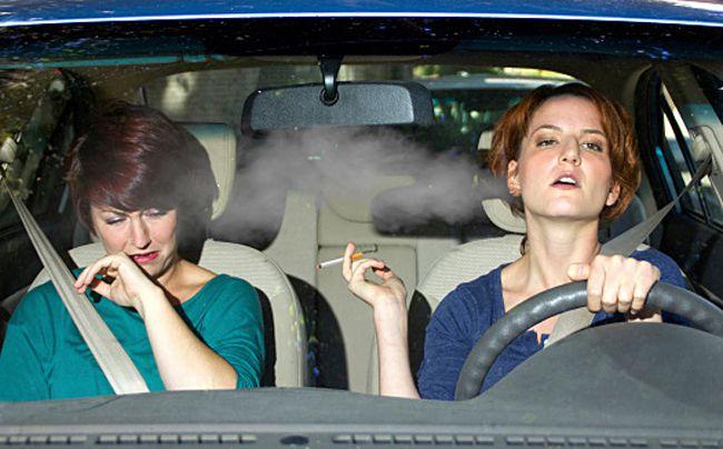副流煙は吸う人の煙よりも身体に悪い