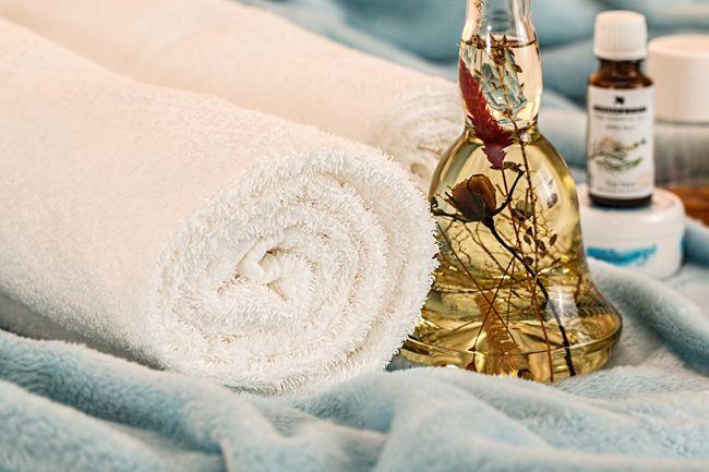 massage-therapy-1612308_1280